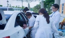 Không kịp đến bệnh viện, sản phụ được bác sĩ nhi đỡ đẻ ngay trên taxi