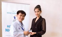 Á  hậu Trương Thị May và gia đình đăng ký hiến tặng mô tạng