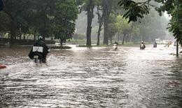 Hà Nội nhiều tuyến đường ngập sâu sau trận mưa lớn trưa nay