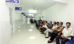 Người dân không hài lòng với chỗ ngồi chờ khám, chờ xét nghiệm ...