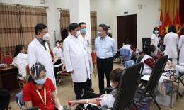 Giữa đại dịch COVID-19, hơn 8.00 y bác sĩ, nhân viên y tế hiến máu vì người bệnh