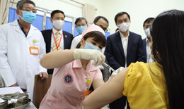6 tình nguyện viên tiêm thử nghiệm vắc xin COVIVAC phòng COVID-19 của Việt Nam