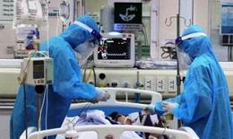 """Chuyên gia đầu ngành """"hội tụ trực tuyến"""" khẩn giữa trưa bàn phương án điều trị 4 ca bệnh COVID-19 nặng"""