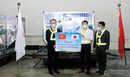 Gần 1 triệu liều vắc xin phòng COVID-19 của Chính phủ Nhật Bản tặng về đến Sân bay Quốc tế Nội Bài