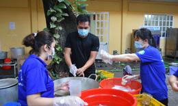 [ẢNH]: Nơi cung cấp 3000 suất ăn mỗi ngày cho tuyến đầu chống dịch