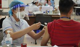 Người béo phì, có bệnh nền và người trên 65 tuổi sẽ được tiêm vắc xin ở bệnh viện
