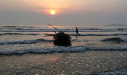 Nắng sớm trên biển Lộc Hà