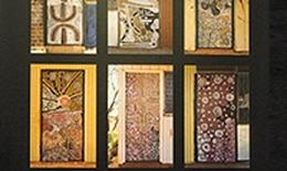 """Thổ dân Australia qua triển lãm """"Những cánh cửa Yuendumu"""""""