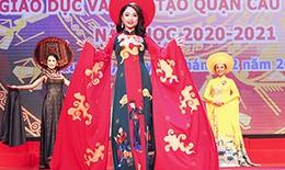 Nét đẹp thuần khiết trong trang phục áo dài truyền thống.