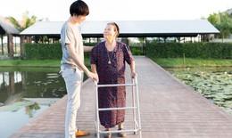 Những điều cần lưu ý khi chăm sóc người thân sau đột quỵ