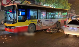 Va chạm với xe buýt nam thanh niên tử vong