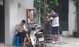 Bất chấp lệnh cấm, nhiều cơ sở cắt tóc, gội đầu lén hoạt động lại