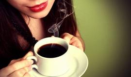 Uống cà phê sau tiêm vaccine COVID-19 có ảnh hưởng đến hiệu quả vaccine?