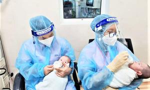Đề xuất hỗ trợ tiền cho trẻ mồ côi, nữ nhân viên y tế tuyến đầu chống dịch