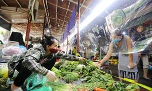 """COVID-19 """"ghé thăm"""", nhiều siêu thị ở Hà Nội """"hết"""" nhân viên"""