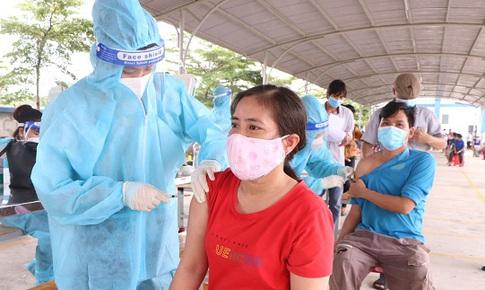 Bình Dương: Người từ 18 tuổi sẽ được tiêm đủ vaccine COVID-19, không tụ tập tại các điểm tiêm