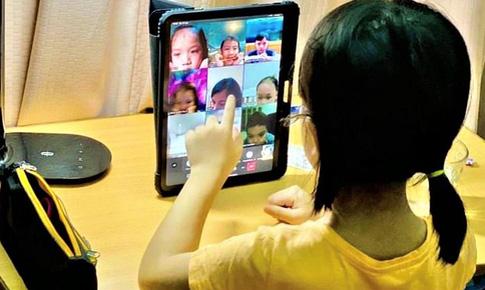 Giảng viên khoa Điện giúp phụ huynh giữ an toàn cho trẻ khi học online, tránh bị điện giật