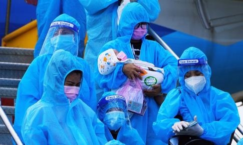 Tâm sự của những thai phụ và bà mẹ có con nhỏ được đón về trên chuyến bay nghĩa tình