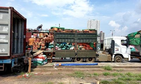 105 tấn nông sản chạy tàu đêm từ Hà Nội vào TP.HCM hỗ trợ người dân