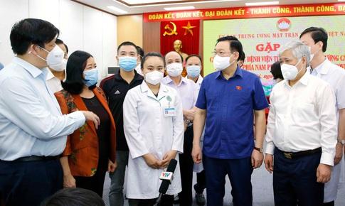 Chủ tịch Quốc hội Vương Đình Huệ cảm ơn những hy sinh của chiến sỹ trên mặt trận chống dịch