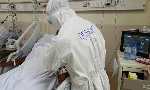 """""""Y bác sĩ Việt Nam đã hồi sinh cuộc đời tôi"""""""