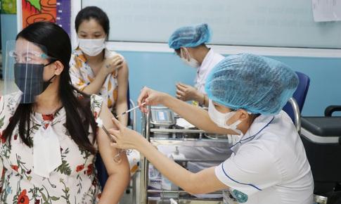 Tiêm vaccine phòng COVID-19 an toàn cho các bà bầu trên 13 tuần
