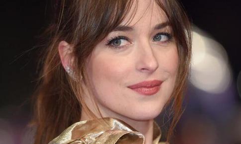 'Sao' làm đẹp: Nữ chính phim '50 sắc thái' và chiến thuật tạo mùi hương