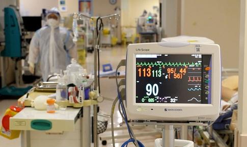 Bác sĩ trong tâm dịch: 'Những gì tôi chứng kiến đủ đau thương cho cả đời người!'
