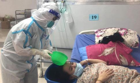 Nữ điều dưỡng coi bệnh nhân như người thân