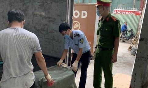 Lợi dụng giấy phép 'luồng xanh', chở 7 tấn nầm lợn không nguồn gốc về Hà Nội bán kiếm lời