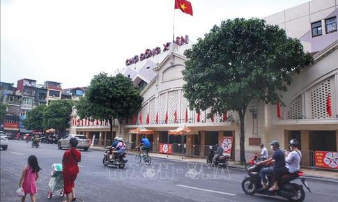 Nhiều chợ ở Hà Nội vẫn 'cửa đóng then cài' dù đã nới lỏng giãn cách