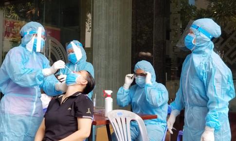 Thêm 10 ca nghi nhiễm mới tại TP.HCM