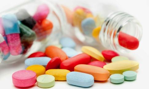 Lọ thuốc bị nứt, vỡ gây giảm lượng thuốc và các phản ứng bất lợi