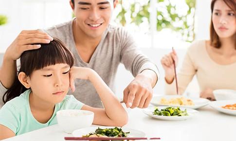 Nên làm gì khi trẻ biếng ăn?