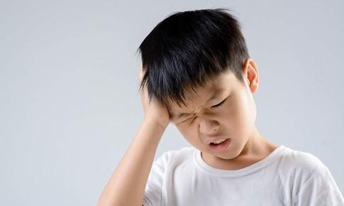 Chớ xem thường khi trẻ kêu đau đầu