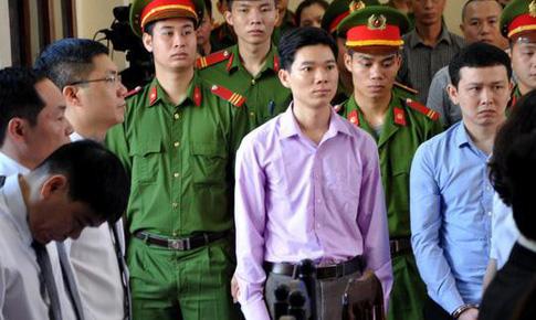 Vụ án chạy thận Hòa Bình: Giám đốc Thiên Sơn nhận mức 30 tháng tù, bác sĩ Lương 42 tháng tù
