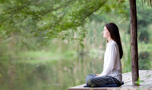 """Thiền """"thổi bay"""" chứng đau nửa đầu"""