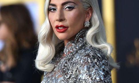 """Lady Gaga """"bẻ lái"""" ngoạn mục"""