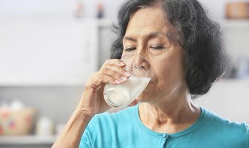 Người bệnh ung thư tuyến giáp có nên dùng sữa hay không?