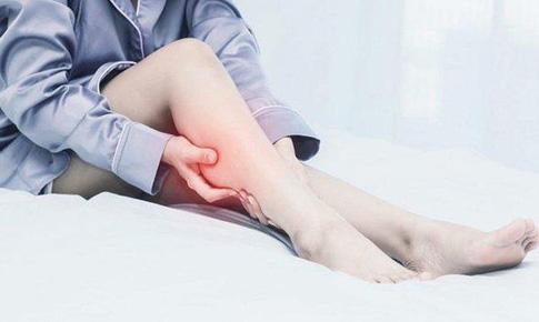Phải làm gì khi bị chuột rút bắp chân?