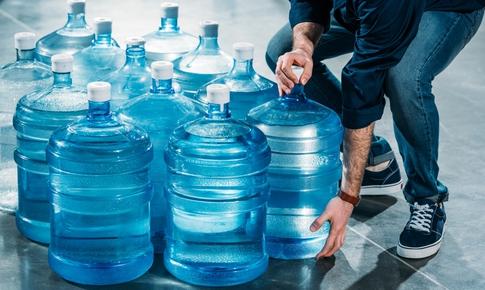 Sử dụng máy lọc nước thay nước đóng chai: Xu hướng giúp tiết kiệm và bảo vệ môi trường