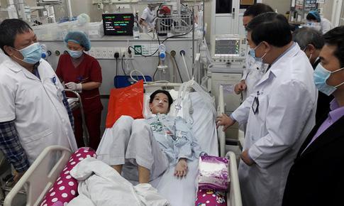 350 cán bộ y tế Bệnh viện Bạch Mai cùng bệnh nhân đón Tết mỗi ngày