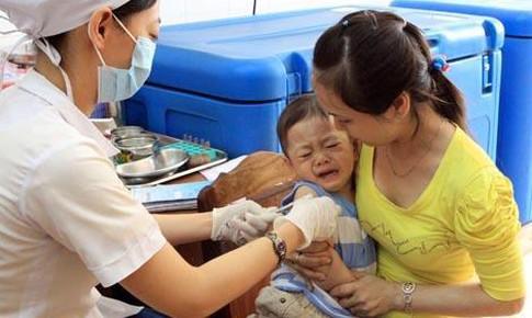 Hơn 50.000 trẻ tại 19 địa phương được tiêm vắc xin sởi- rubella do Việt Nam sản xuất