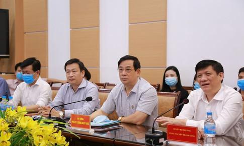 Bộ Y tế tiếp tục cử các giáo sư đầu ngành vào miền Trung chống dịch COVID-19