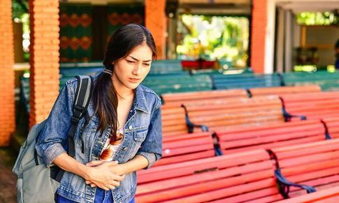 4 cách phòng tránh táo bón khi đi du lịch