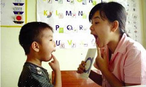 Chuyên gia lưu ý thời điểm cần can thiệp cho trẻ nói ngọng và cách chữa
