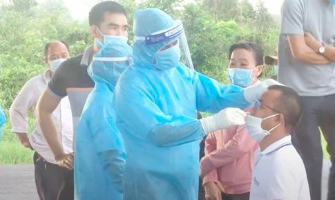 Ghi nhận nhiều ca COVID-19 trong nhóm công nhân, Tiền Giang xét nghiệm khẩn